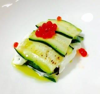 millefoglie fredda di zucchine e burrata con caviale di salmone_villafeandaeventi
