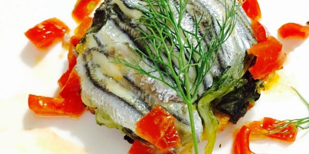 https://www.villafeanda.it/wp-content/uploads/2016/04/Tortino-di-scarola-di-pesce-azzurro-profumato-al-finocchio-e-pomodorino-fresco-1080x540.jpg