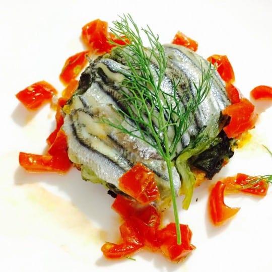 https://www.villafeanda.it/wp-content/uploads/2016/04/Tortino-di-scarola-di-pesce-azzurro-profumato-al-finocchio-e-pomodorino-fresco-540x540.jpg